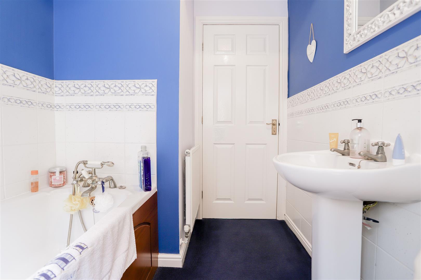 3 Bedroom Detached House For Sale - 19.jpg